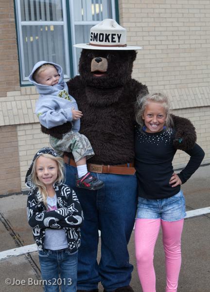 3 kids with Smokey Bear