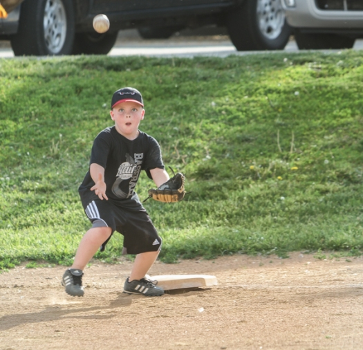 Karter Scott keeps his eye on the ball at first base