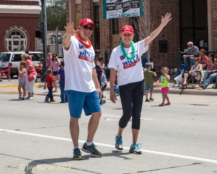 Kevin and Bev Willis wave  to the crowd.