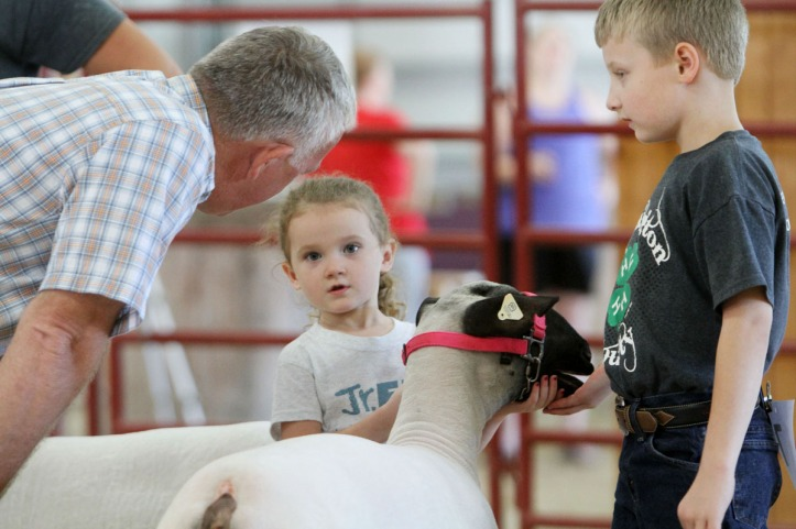 Judge Marty Stewert talks with Hannah and Kyle Gross during the Pee wee and Clover Kids showmanship event.