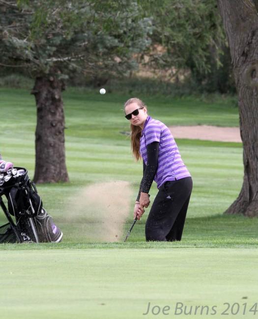 Sarah Sheehan chips onto green