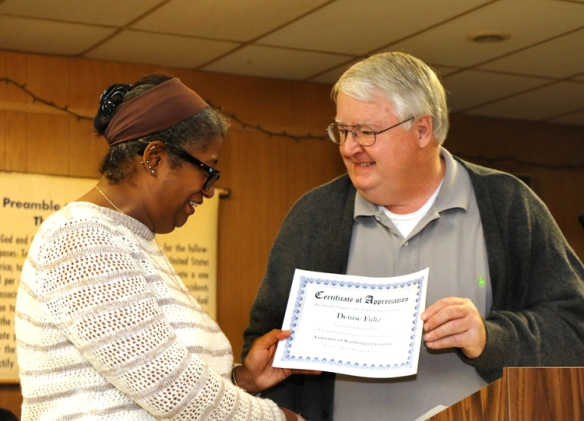 Washington County Veterans Services Officer Dennis Cordle presents Denise Fultz with a Certificate of Appreciation for her outstanding service to veterans.
