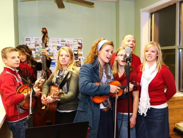 Stangle Family sings at Butch's Deli.