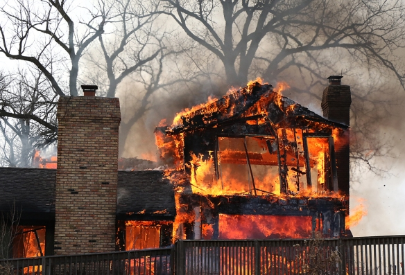 Fire engulfs the sedont floor and roof of the structure turning it into firey lace.