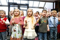 North School kindergarten singing at Washington County Bank