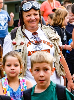 Kim Szlachetka with students as the Adventure Awaits.