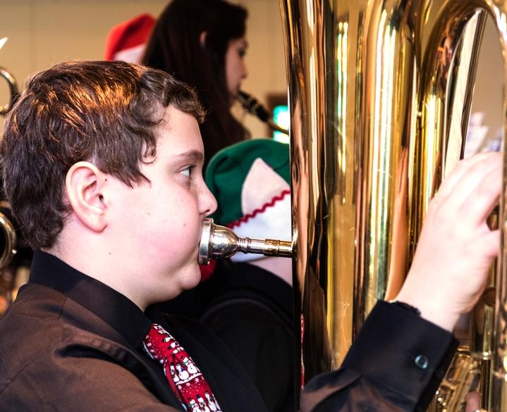 _Tuba player 28499joeburns 185594